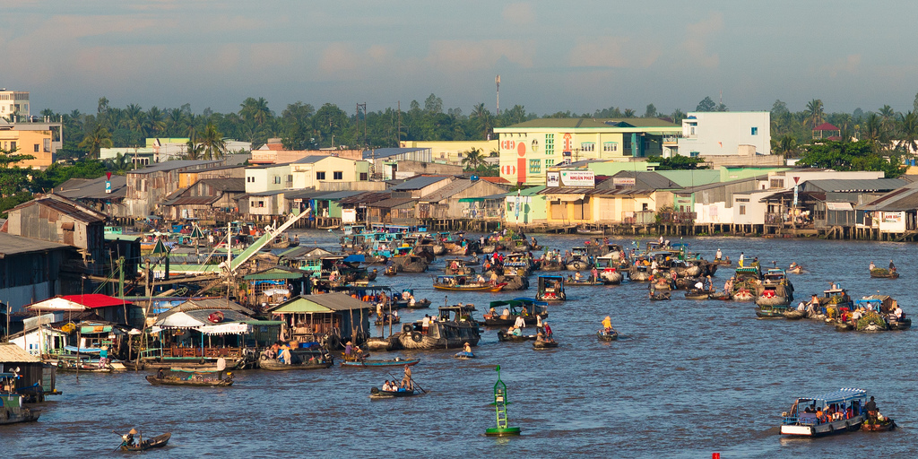 Overview of Cai Rang Floating Market - Mekong delta tour