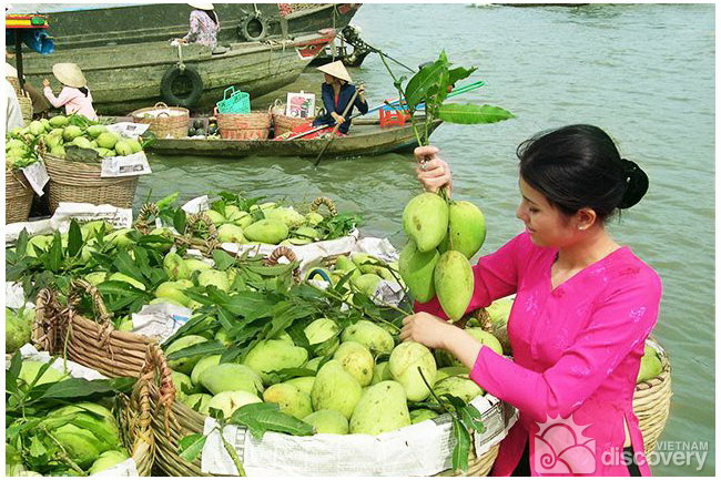 Mango boat in Cai Be floating market - Mekong delta tour