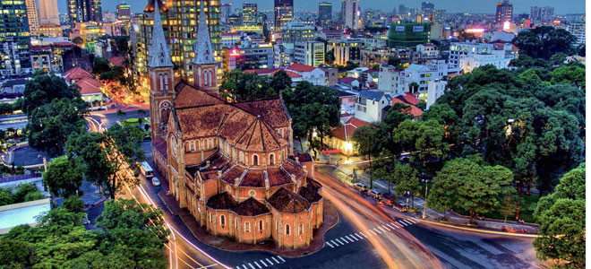 Ho Chi Minh City attract foreign tourists joining city tours