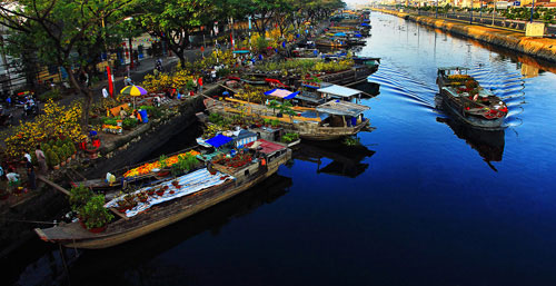 Binh Dong flower floating market overview - Travel to Ho Chi Minh City