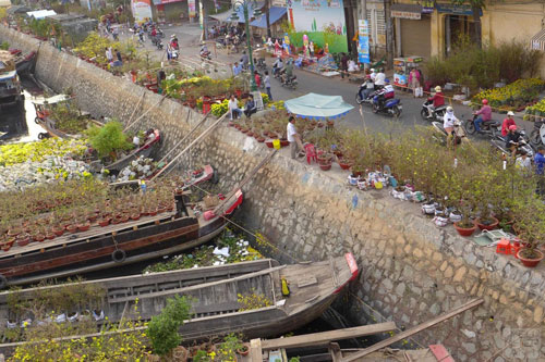 HCMC-Binh-Dong-flower-floating-market-Ho-Chi-Minh-City-8