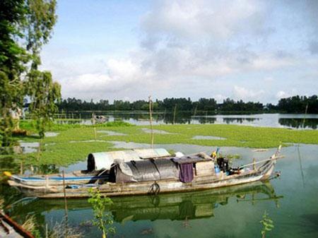 HCMC-Bung-Binh-Thien-Fresh-Lake-Guide-to-travel-Southwest-Vietnam-in-flooding-season