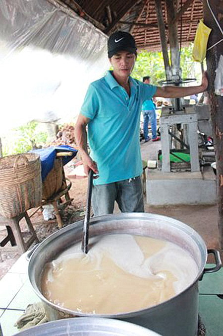 HCMC-Making-coconut-candy-in-Ben-Tre-Mekong-delta-tour-1