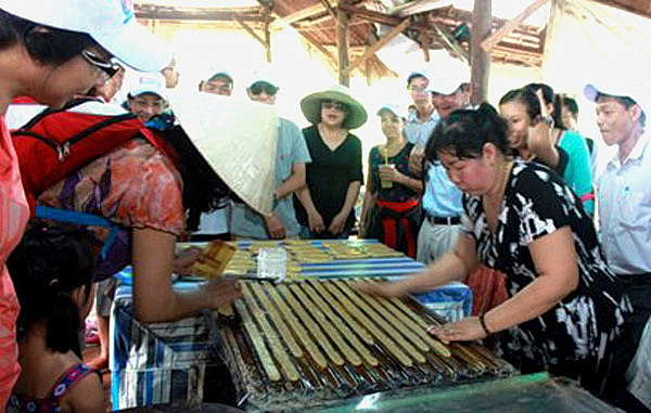 HCMC-Making-coconut-candy-in-Ben-Tre-Mekong-delta-tour-2