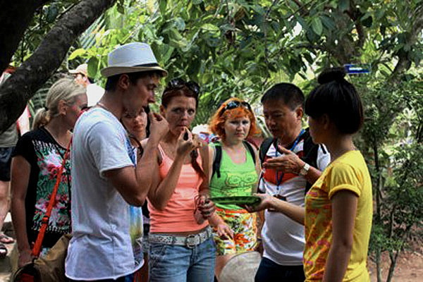 HCMC-Making-coconut-candy-in-Ben-Tre-Mekong-delta-tour-3