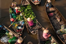 Bustling Cai Rang floating market - Mekong delta tour to floating market