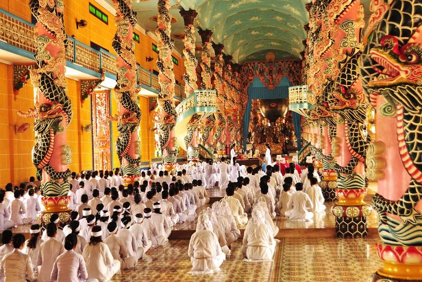 ho-chi-minh-travel-cao-dai-temple