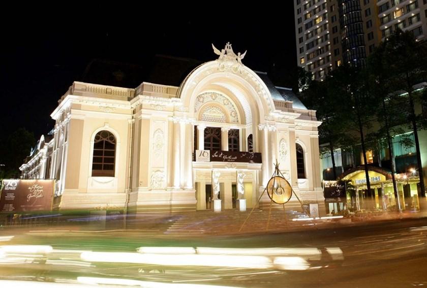 ho-chi-minh-nightlife-saigon-opera-house